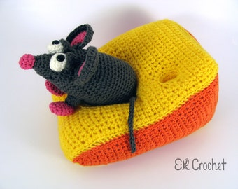 Crochet Amigurumi Mouse with Cheese