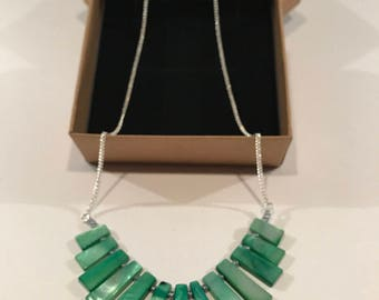 Green shell graduated bar necklace