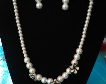Black and white flower pearl necklace with earrings