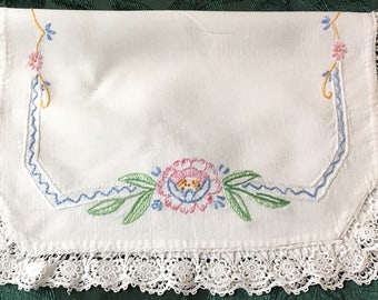 "Vintage Doily with Pastel Flowers Embroidery Tatting Lace 18"" x 14"""