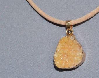 Neck chain beige leather with semi-precious stone pendant