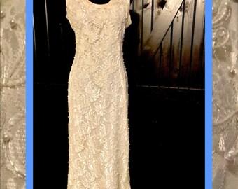 vtg chantilly lace//perfect wedding dress
