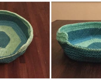 Small cat/Tiny dog bed, Pet Bed, Small Animal Bed, Crochet Pet Bed