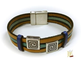 Leather Bracelet with spiral motifs