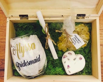 Bridesmaid wine glass. Bridesmaid gift. Asking bridesmaid. Asking bridal party. Bridal party wine glasses. Bridal party gifts. Gift for brid