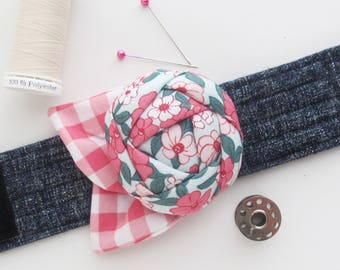 Flower Wrist Pin Cushion Cuff | Pin cushion wrist band is a useful sewing tool and a great gift for people who love to sew.