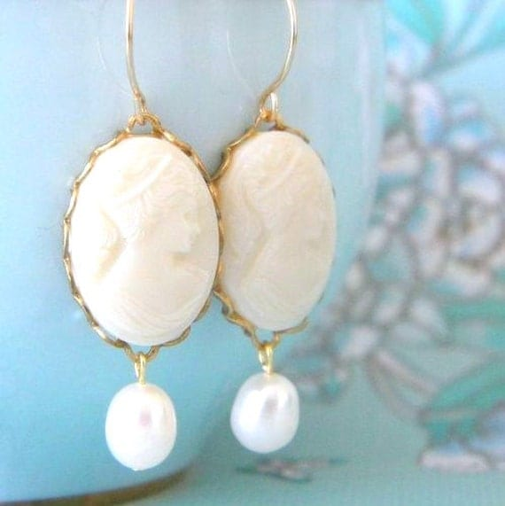 Vintage cameo freshwater Ivory pearl earrings