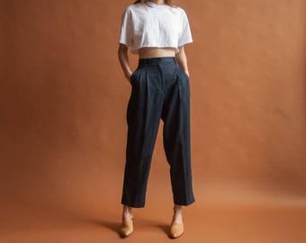 dark midnight blue high waist chino trousers / pleated baggy khaki pants / US petite 6 / 29 W / 2380t / B10
