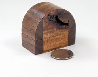 Knotty Acacia Walnut Ring box