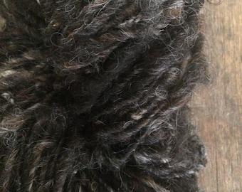 """Icelandic wool """"Ganser"""", handspun icelandic wool, undyed rustic wool yarn, natural black handspun yarn, lockspun textured art yarn"""