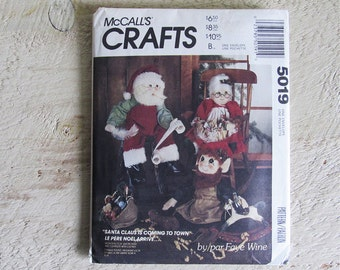Vintage Uncut McCall's Crafts 5019 Santa Claus Is Coming To Town Pattern
