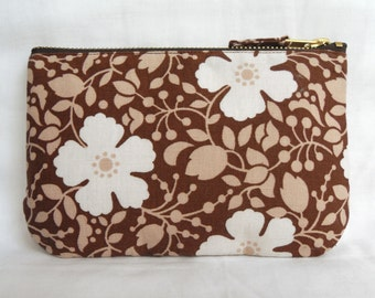 1970's Retro Vintage Make Up Bag, Zip Purse, Pouch - Brown and Ivory Floral Print. Ipod & Earphones Case