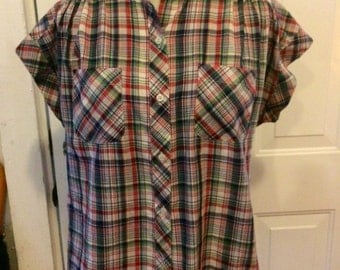Womens vintage 1980's plaid short sleeved button up. Size M