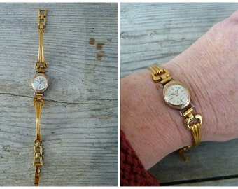 Vintage 1930/1950 French women platted gold bracelet watch non working/ missing winder
