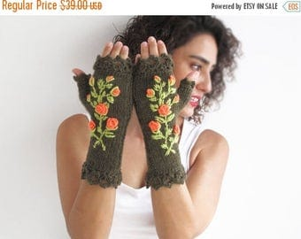WINTER SALE Stumpwork Gloves Mittens - Army Green Main Color