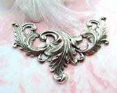 ANTIQUE SILVER * Scrolling Leaves Large Art Nouveau Leaf Stamping ~ Jewelry Finding (FC-11)