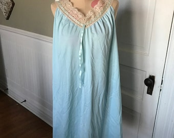Vintage Formfit Rogers Ladies' Size M (12-14) Powder Blue Nylon Night Gown