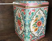 Vintage hinged Daher tin made in England pink blue white floral