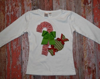 "Girls Christmas Candy Cane and Peppermints ""SWeET TReATS"" tee shirt available in size 6-12-18-24 mth. 2T, 3/ 4T, 5/ 6T, 7/8"