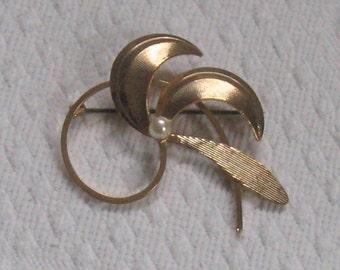 brooch . gold toned brooch . retro brooch . MOD brooch