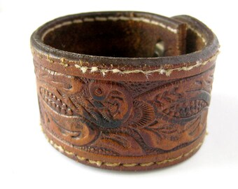 70s Vintage Tooled Leather Cuff / Leather Bracelet / Boho Style / Hippie Style / Unisex Cuff / Leather Jewelry / Hippie Chic