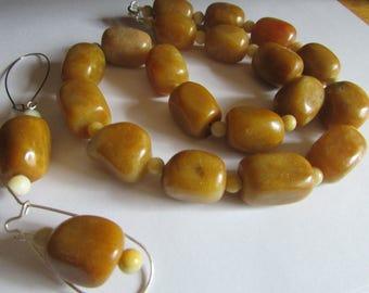 Big polished adventurine stone necklace
