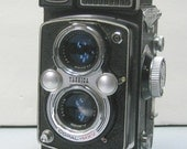 Vintage Film Tested Yashicamat LM Twin Lens Reflex Medium Format Camera with Leather Case for 120 Film
