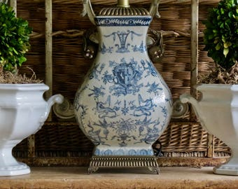 Vintage Lovely Shabby Chic Chinoiserie......Blue And White Lamp
