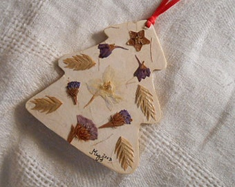 "CHRISTMAS TREE ORNAMENT Pressed Larkspur Statice Hoya Oat Grass Salvia Flowers, Handmade Pretty, Green Paper Covered Die Cut Wood, 4"" h"