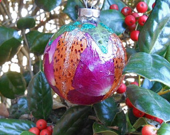 Pressed TIGER LILY & ROSE Petals Ornament Ivy Leaves Vibrant Flowers Botanical Art, Round Glass, Fairy Luster Glitter, Handmade Holiday Ooak