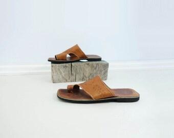 70s Vintage Sandal 70s Boho Tan Sandal Toe Loop Sandal Tooled Leather Flat 1970s Vintage Sandal 70s Boho Sandal Toe Strap Sandal Size 10