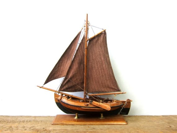 Vintage Model Ship Wooden Nautical Ship Cross Brown Cloth Flags Wood Model Craft Replica Boat Shelf Decor GS