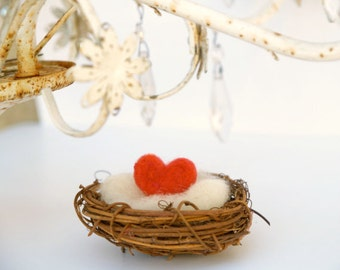 Love Heart Nest, Valentine's Day Gift Spring Decorating Home Decor, Needle Felted Felt Heart, Nature RED - Mother's Day Gift