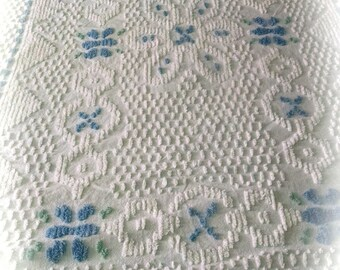 Chenille Bedspread / White Floral Chenille / Retro Linens / Vintage Bedding / Awesome Chenille Bedspread /   #2