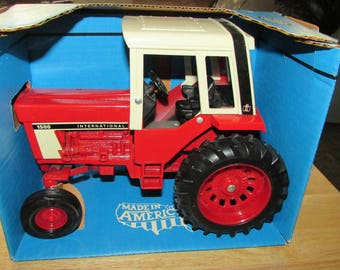 Vintage Case 1976 INTERNATIONAL Toy TRACTOR Model 1586 Mint In Original Box