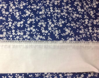 Vintage   Little White Flowers on navy blue flat TWIN sheet