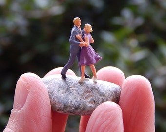 Tiny Terrarium People Fairy Garden Accessory Diorama Ho Scale Couple Dancing Dancers Love Dance DC003