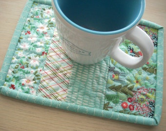juniper berry in ice blue mug rug - FREE SHIPPING