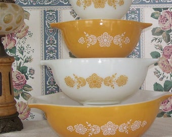 Pyrex Butterfly Gold 4 Stacking Bowls Set with Cinderella Handles, Pyrex Mixing Bowls, Pyrex Gold and White Butterfly Bowls, Nesting Bowls