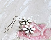 Flower earrings Silver earrings beaded jewelry Daisy earrings Dangle earrings Woodland jewelry Nature earrings