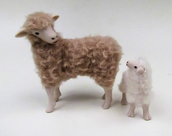 Doll House Scale Merino Sheep With Independent Lamb