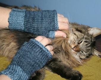 Hand Knit Handknit Handmade Medium Blue Wonderland Yarns Mitts