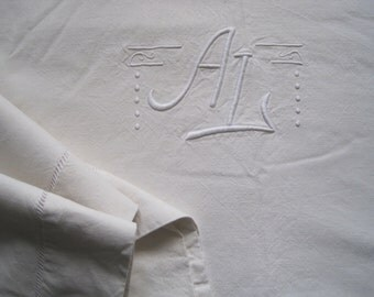 Excellent large French linen metis sheet, very comfortable bedding fabric.  Great tablecloth, curtain, blind.