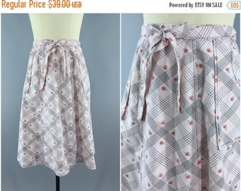 SALE - Vintage Wrap Skirt / Pink Rose Floral Print / 1970s 70s  / Size Small S Medium M