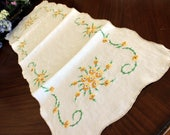 Linen Table Runner, Vintage Table Scarf, Yellow Daisy Embroidery, Ecru Edging 13586