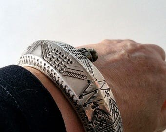 Old Bedouin silver bracelet bangle from Middle east, Bedouin jewelry, old ethnic bracelet 102 grams.