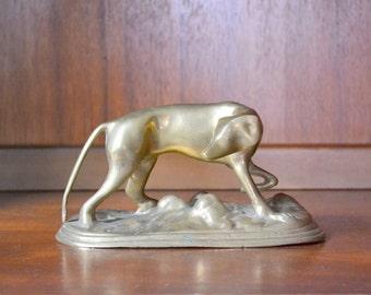 vintage brass dog figurine / vintage retreiver dog / gold tone brass accent home decor