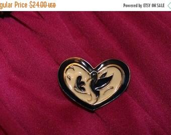 ON SALE Enamel Heart Hummingbird Brooch / 80s Gold Tone Brooch / Vintage Jewellry / Blue Cream and Gold
