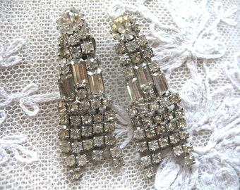 Vintage Rhinestone Dangle Earrings ~ Clip On ~ Crystal Rhinestones ~ Weiss