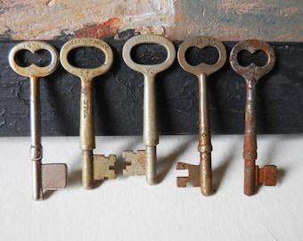 5 vintage Skeleton Keys Corbin Yale antique keys Rustic door cabinet hardware salvage jewelry keys Supplies gothic steampunk Lot 15